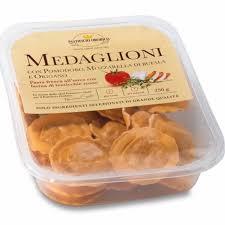 Medaglioni-Con-Salmone-Caprino-E-Verdure-Grigliate